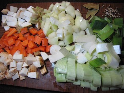 Gemüsebrühe Zutaten geschnitten